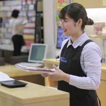 【販売スタッフ大募集】知識の引き出しが増えるほど、お客様からの「ありがとう」も多くなるお仕事です。